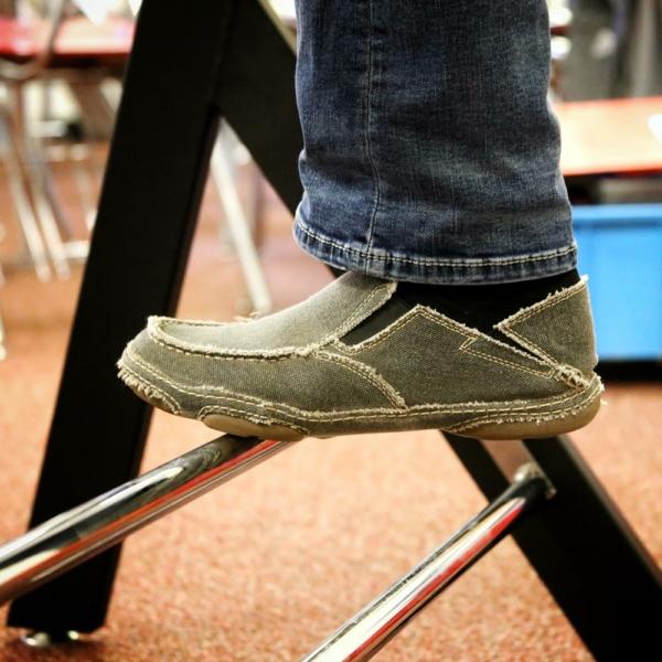 Standing-Desk-Upper-foot-rail